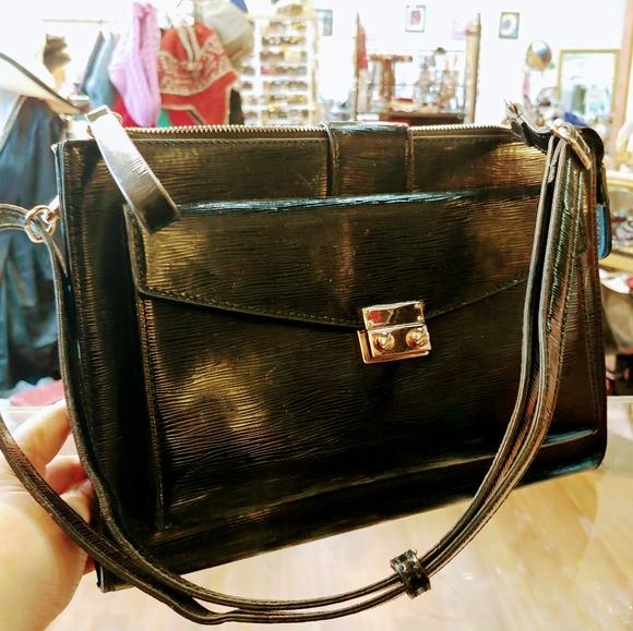 Shoulder flat purse